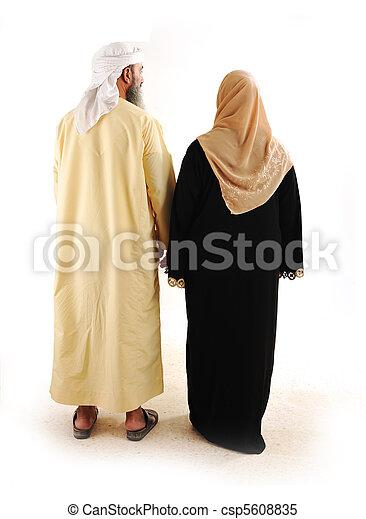 арабский, мусульманка, гулять пешком, семья - csp5608835