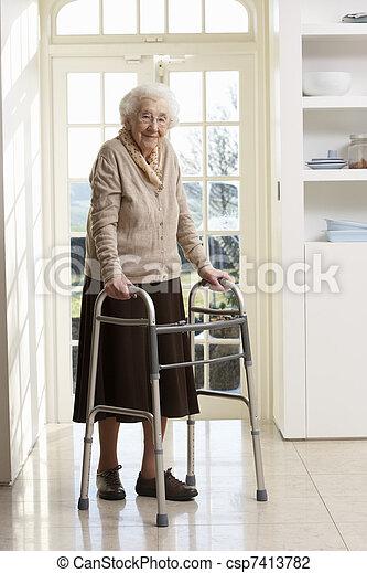 гулять пешком, женщина, рамка, пожилой, с помощью, старшая - csp7413782