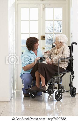женщина, сиделка, сидящий, инвалидная коляска, отключен, старшая - csp7422732