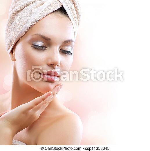 женщина, girl., трогательный, молодой, лицо, спа, ванна, ее, красивая, после - csp11353845