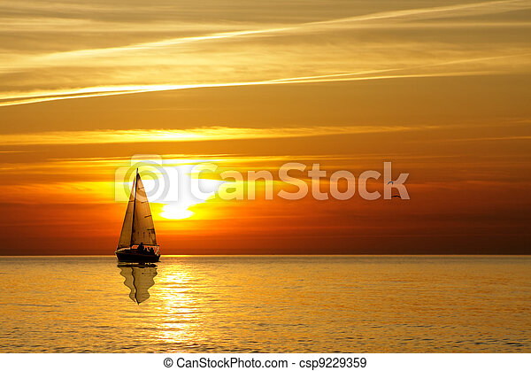закат солнца, парусный спорт - csp9229359