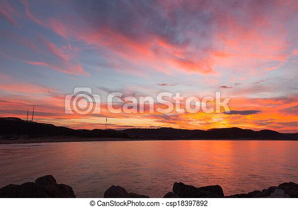 закат солнца - csp18397892
