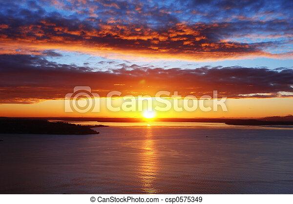 звук, закат солнца, пьюджет - csp0575349