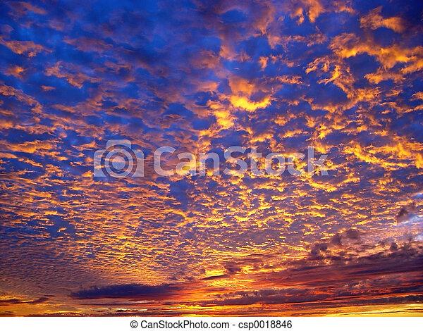 красивая, закат солнца - csp0018846