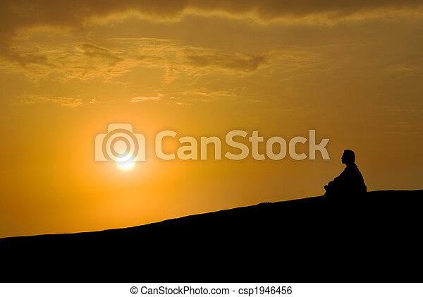 медитация, закат солнца, под - csp1946456
