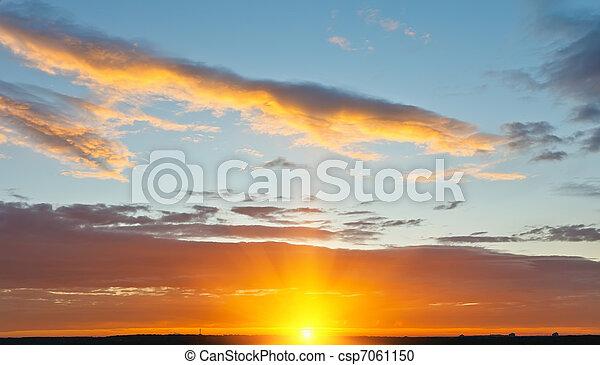 небо, закат солнца - csp7061150