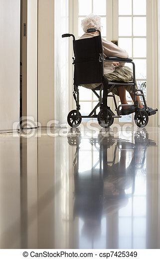 отключен, инвалидная коляска, женщина, старшая, сидящий - csp7425349