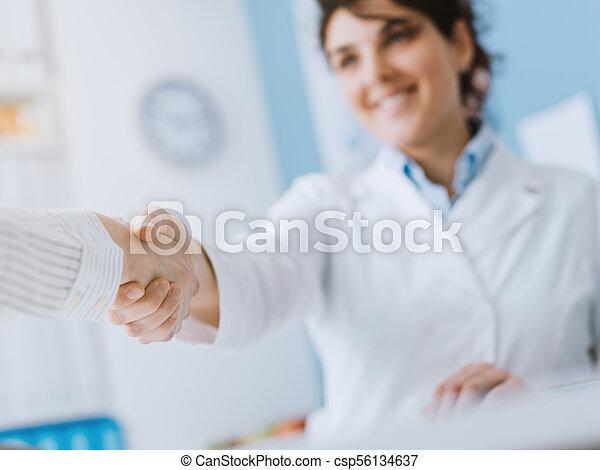 пациент, врач, приветствие - csp56134637