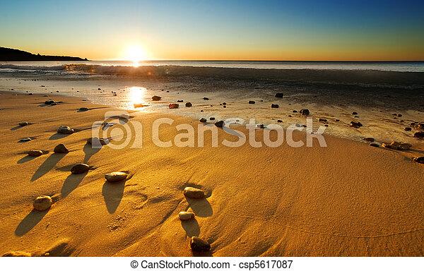 пляж, закат солнца - csp5617087