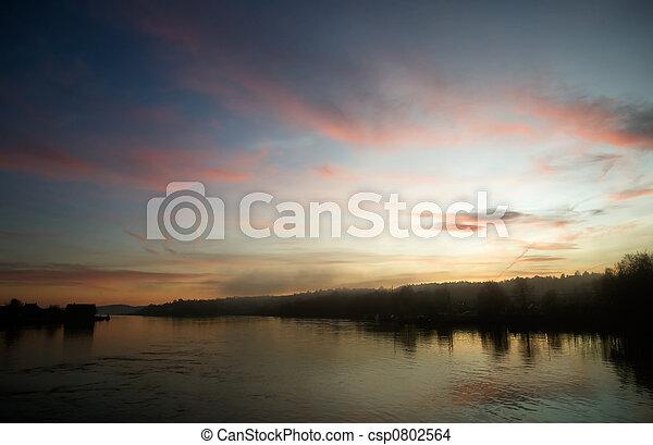 река, закат солнца - csp0802564