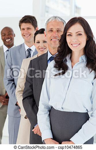 уверенная в себе, постоянный, his, менеджер, улыбается, сотрудников - csp10474865