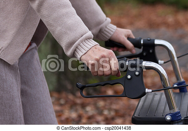 ходок, гулять пешком, пожилой - csp20041438